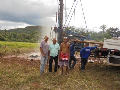 Prefeitura de São Pedro do Piauí beneficia comunidade com poço artesiano