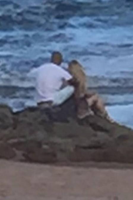 Fernando e Aline são fotografados juntos na Bahia