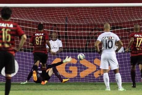 Sport massacrou o Figueira em Recife