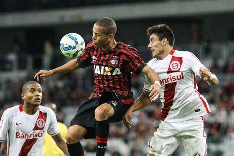 Jogo foi disputado em Curitiba