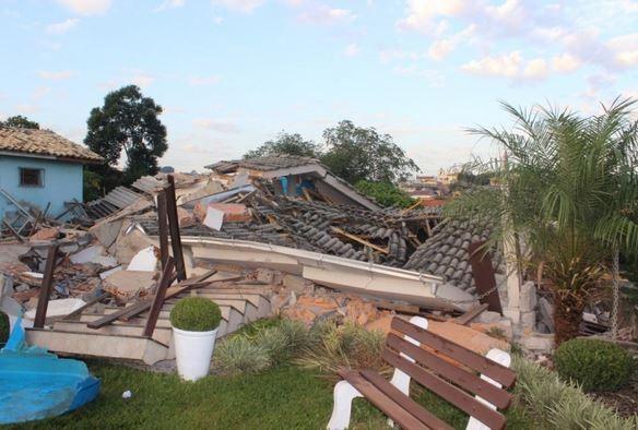 Casa desmoronou na madrugada desta quarta