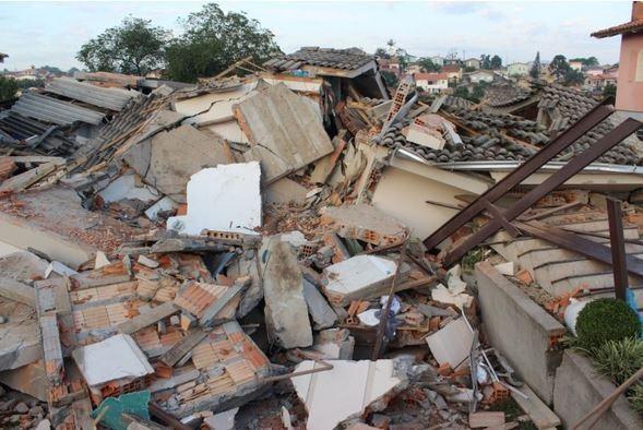 Três pessoas da mesma família morrem após casa desabar no sul de SC - Imagem 4