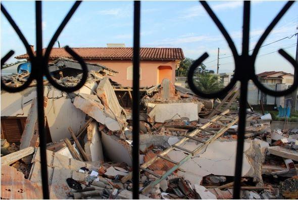 Três pessoas da mesma família morrem após casa desabar no sul de SC - Imagem 3