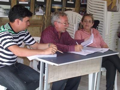 Famílias de Cajueiro da Praia receberão 500 cisternas, após solicitações da Prefeita Vânia Ribeiro