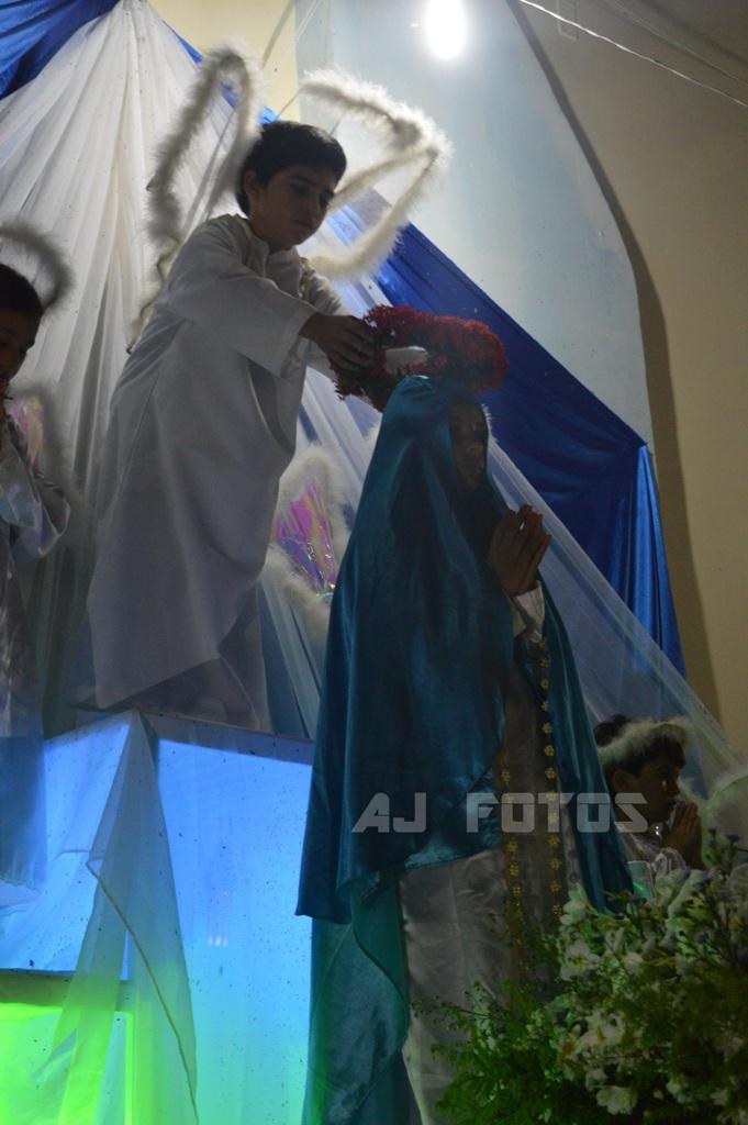 Procissão e Coroação em Honra a Nossa Senhora na Capelinha