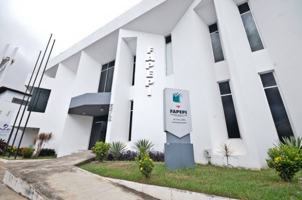 Wellington Dias autoriza editais de R$ 3,74 milhões para pesquisa