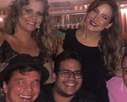 Claudia Leitte comemora aniversário com cantor Netinho em Salvador