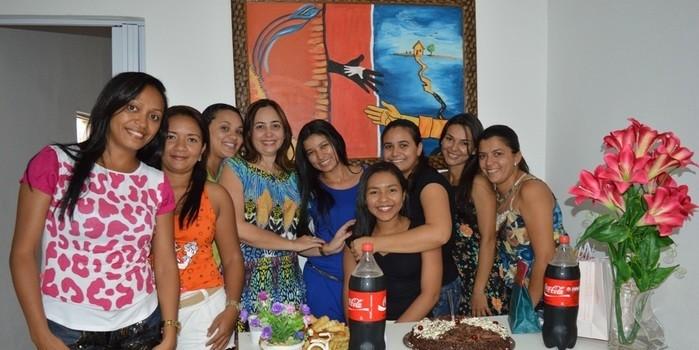 Amigas de trabalho fazem surpresa para a Coordenadora da Semtas, Dasdores Silva pela passagem do seu aniversário
