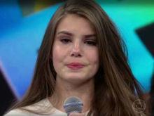 Camila Queiroz chora no 'Domingão do Faustão': 'Sou muito carente'