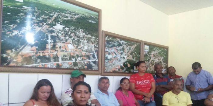 Prefeito Zé Resende se reúne com os donos das 36 casas Minha Casa, Minha Vida, que já estão pronta.