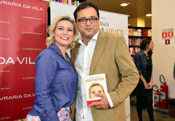 """Andressa Urach lança biografia em SP com presença de """"famosos"""" - Imagem 3"""