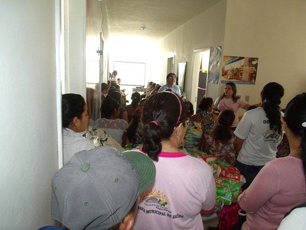 Secretarias Municipais de Saúde e Assistência Social promovem palestras e entrega de kits de enxoval para gestantes de Cajueiro da Praia - Imagem 2
