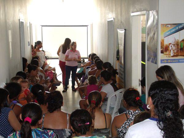 Secretarias Municipais de Saúde e Assistência Social promovem palestras e entrega de kits de enxoval para gestantes de Cajueiro da Praia - Imagem 3