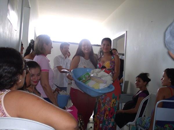 Secretarias Municipais de Saúde e Assistência Social promovem palestras e entrega de kits de enxoval para gestantes de Cajueiro da Praia - Imagem 9