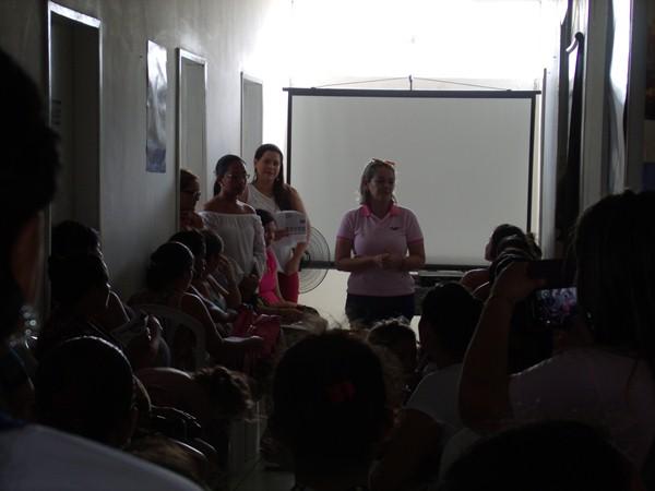 Secretarias Municipais de Saúde e Assistência Social promovem palestras e entrega de kits de enxoval para gestantes de Cajueiro da Praia - Imagem 4
