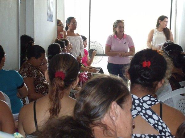 Secretarias Municipais de Saúde e Assistência Social promovem palestras e entrega de kits de enxoval para gestantes de Cajueiro da Praia - Imagem 6