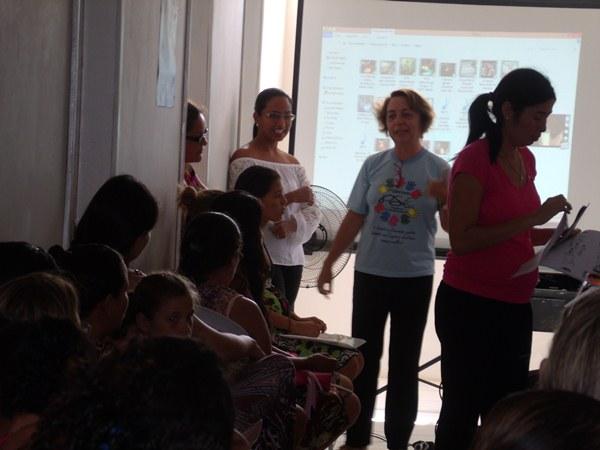 Secretarias Municipais de Saúde e Assistência Social promovem palestras e entrega de kits de enxoval para gestantes de Cajueiro da Praia - Imagem 1