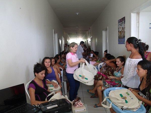Secretarias Municipais de Saúde e Assistência Social promovem palestras e entrega de kits de enxoval para gestantes de Cajueiro da Praia - Imagem 10