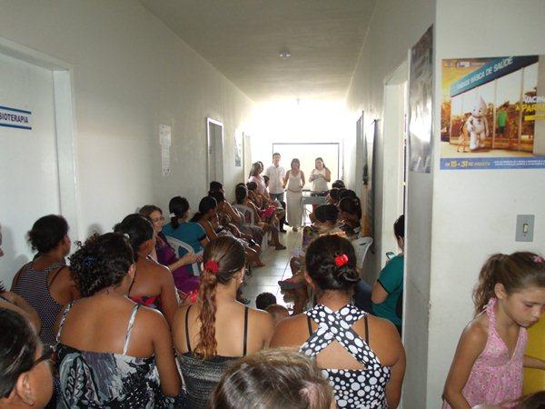 Secretarias Municipais de Saúde e Assistência Social promovem palestras e entrega de kits de enxoval para gestantes de Cajueiro da Praia - Imagem 7