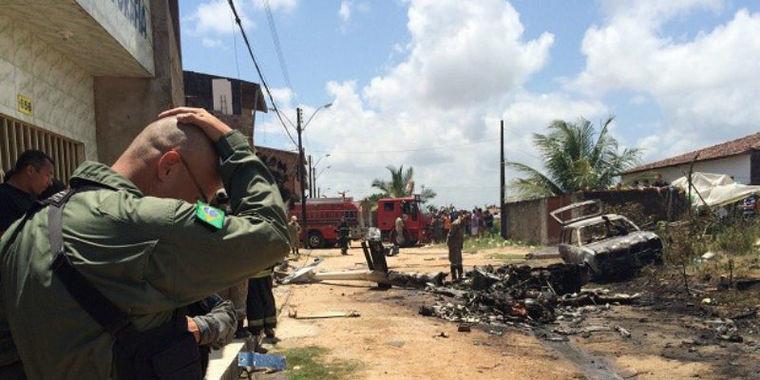 Helicóptero usado pela Polícia Militar cai e mata quatro pessoas