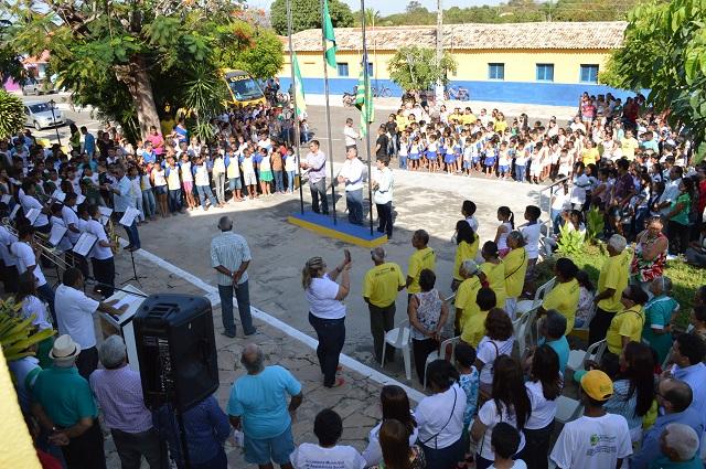 Hasteamento das bandeiras marca o início das comemorações dos 82 anos de Buriti dos Lopes