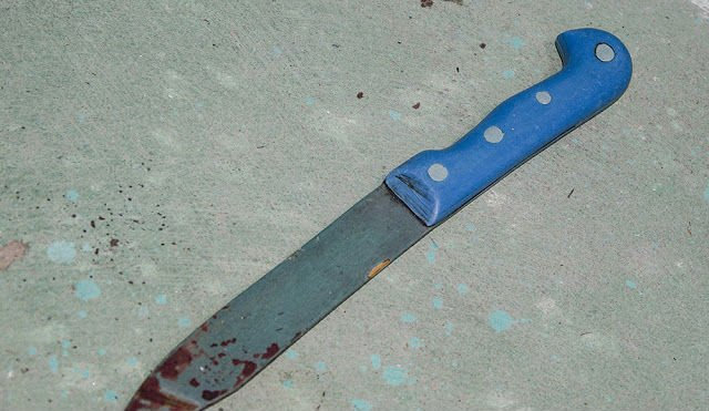 Uma das facas utilizadas no crime