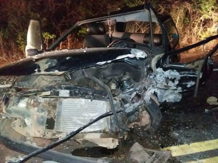 Fiat Uno ficou destruído