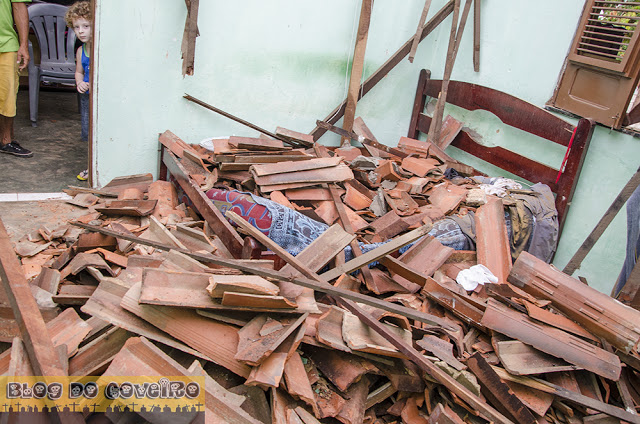 Telhado da casa desmoronou na madrugada (Crédito: Reprodução)