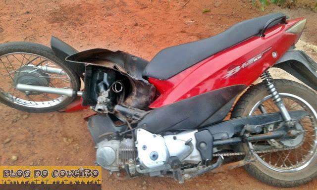 Moto se partiu ao meio sozinha (Crédito: Reprodução)