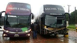 Ônibus de Fernando e Sorocaba resgata equipe de Michel Teló (Crédito: Divulgação)