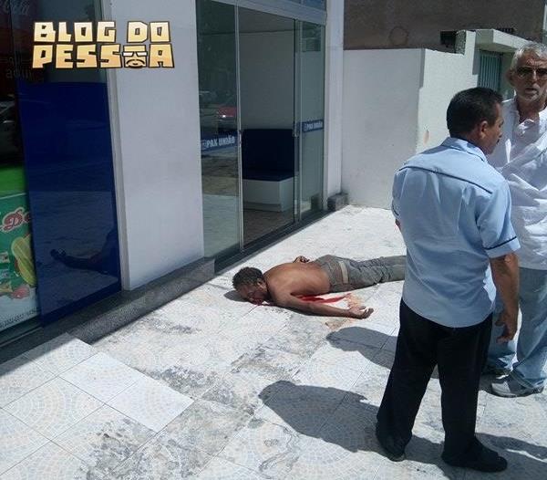 Homem morreu em frente ao hospital (Crédito: Reprodução)