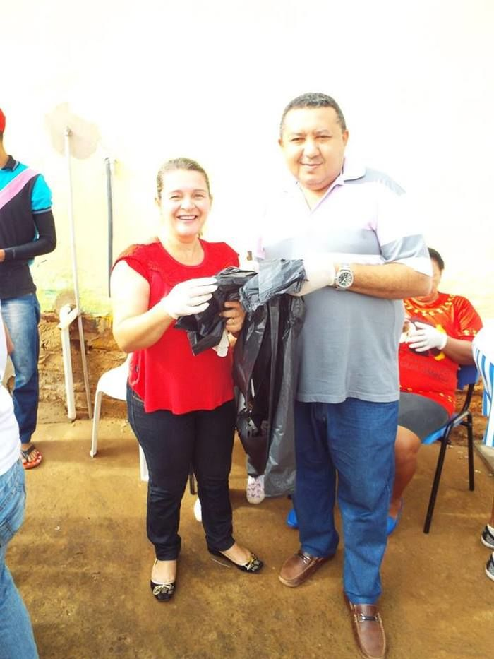 Prefeito Aldemar Neto e Primeira Dama Ana Luiza Participando do multirão (Crédito: Joelma )