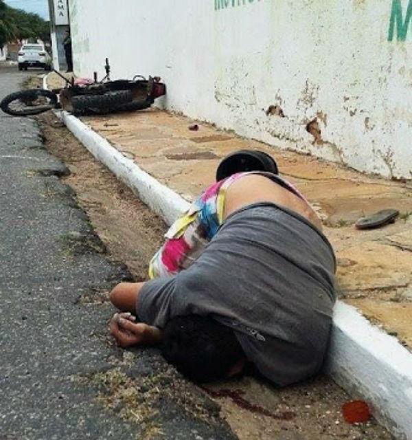 Motociclista morre após colidir cabeça contra muro em Parnaíba