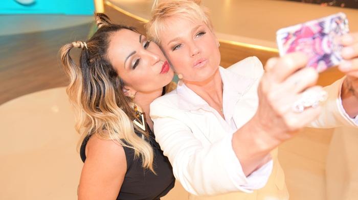 Xuxa recebeu Valesca Popozuda (Crédito: Divulgação)
