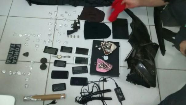 Material apreendido pela polícia em Floriano