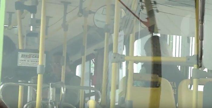 Peritos realizam procedimentos no ônibus (Crédito: Reprodução/TV Meio Norte)