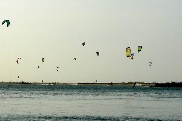 Kitesurf em Barra Grande, no Piauí (Crédito: Roberto de Oliveira/ Folha Press)