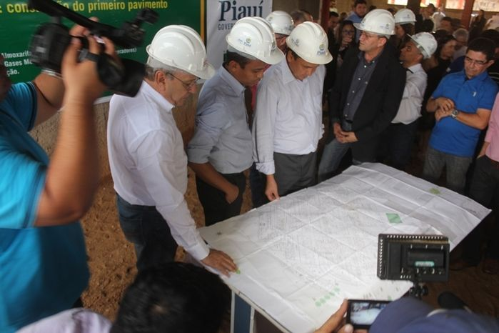 Governador e sua comitiva em Picos