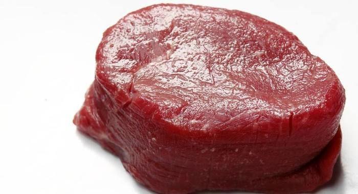 Carne vermelha causa problemas no coração, aumenta probabilidade de câncer e hipertensão. (Crédito: Divulgação )