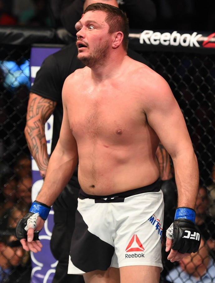 Rosto do lutador ficou desfigurado (Crédito: Reprodução)