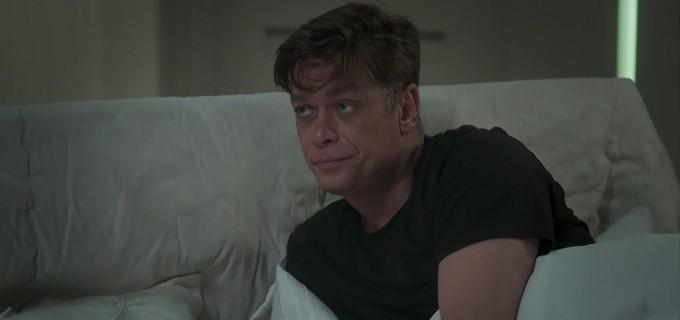 Arthur brocha na cama com Carolina