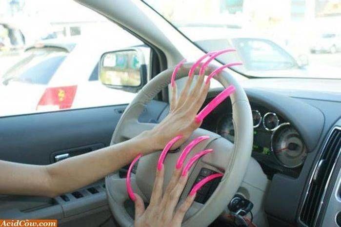 Mulheres adoram exibir suas unhas enormes (Crédito: Reprodução)