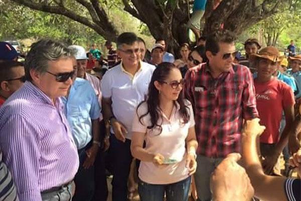 Prefeito Tonho Veríssimo acompanhado da deputada Liziê Coelho e Sec. de Mineração do Estado Luiz Coelho   (Crédito: Adones da Silva)