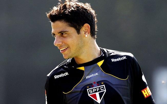 Cicinho, quando jogava no São Paulo