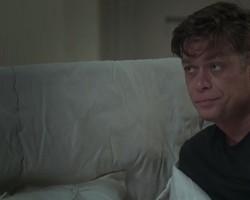 Arthur falha com Carolina após ver Eliza só de camiseta e calcinha