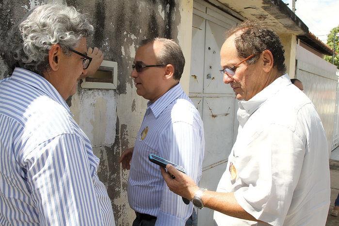 Firmino Filho visita bairros durante a operação