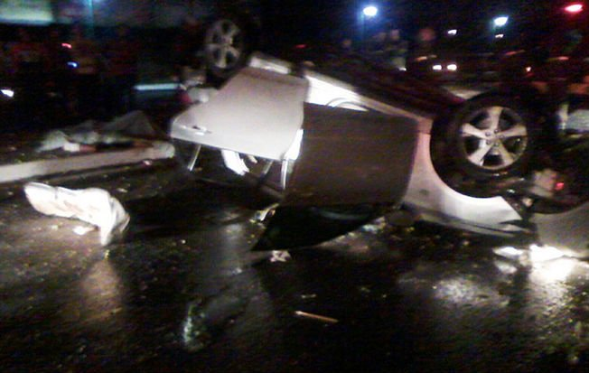 Veículo Corolla ficou parcialmente destruído