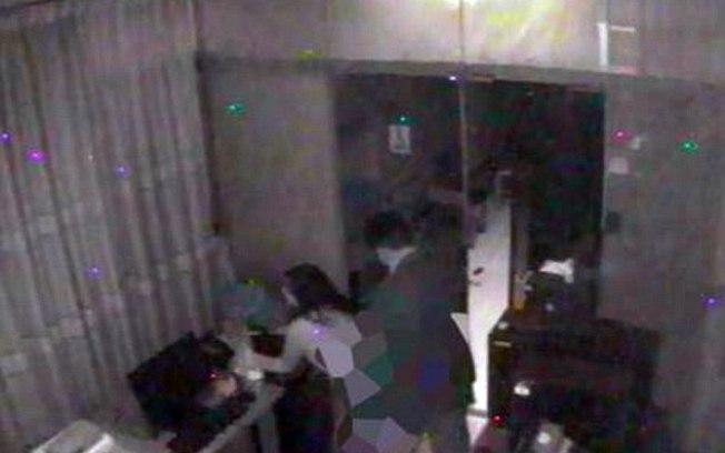 Casal fazendo sexo em sala da sede do governo