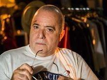 Tony Ramos passa a máquina no cabelo para nova fase de Zé Maria