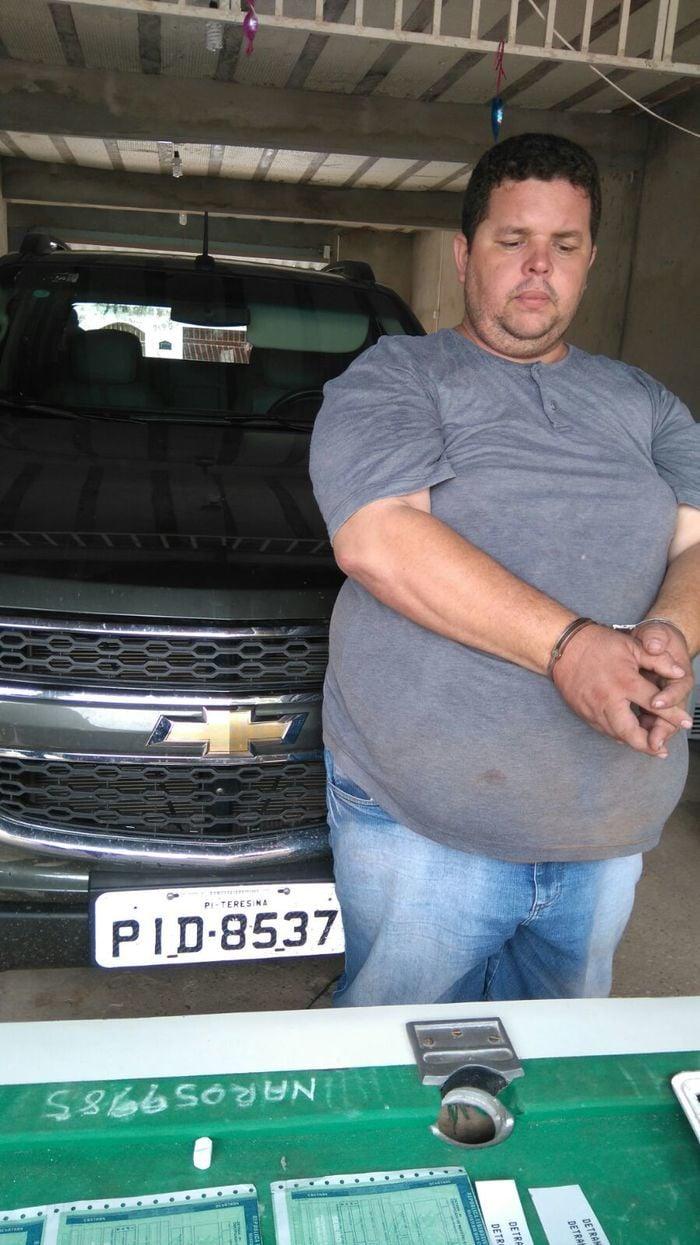 Um homem, ainda não identificado, foi capturado pela Polícia Civil